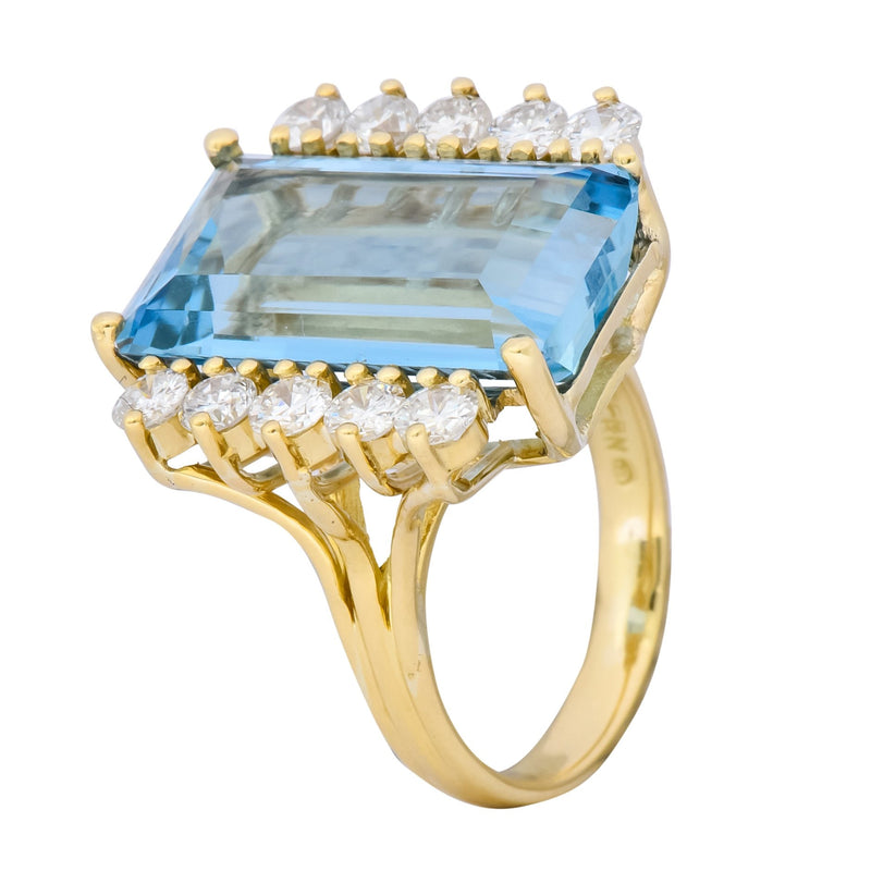 H. Stern 1980s Vintage 11.10 CTW Aquamarine Diamond 18 Karat Gold Cocktail Ring Ring