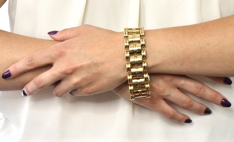 Retro Tiffany & Co. 14 Karat Gold Substantial Wide Ribbed Link Bracelet - Wilson's Estate Jewelry