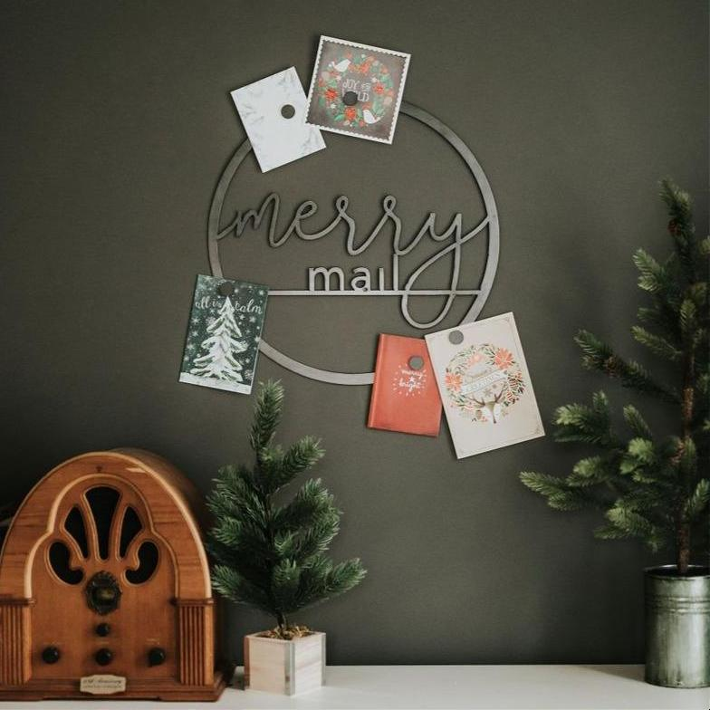 """Merry Mail"" Magnetic Christmas Card Wreath - Script"