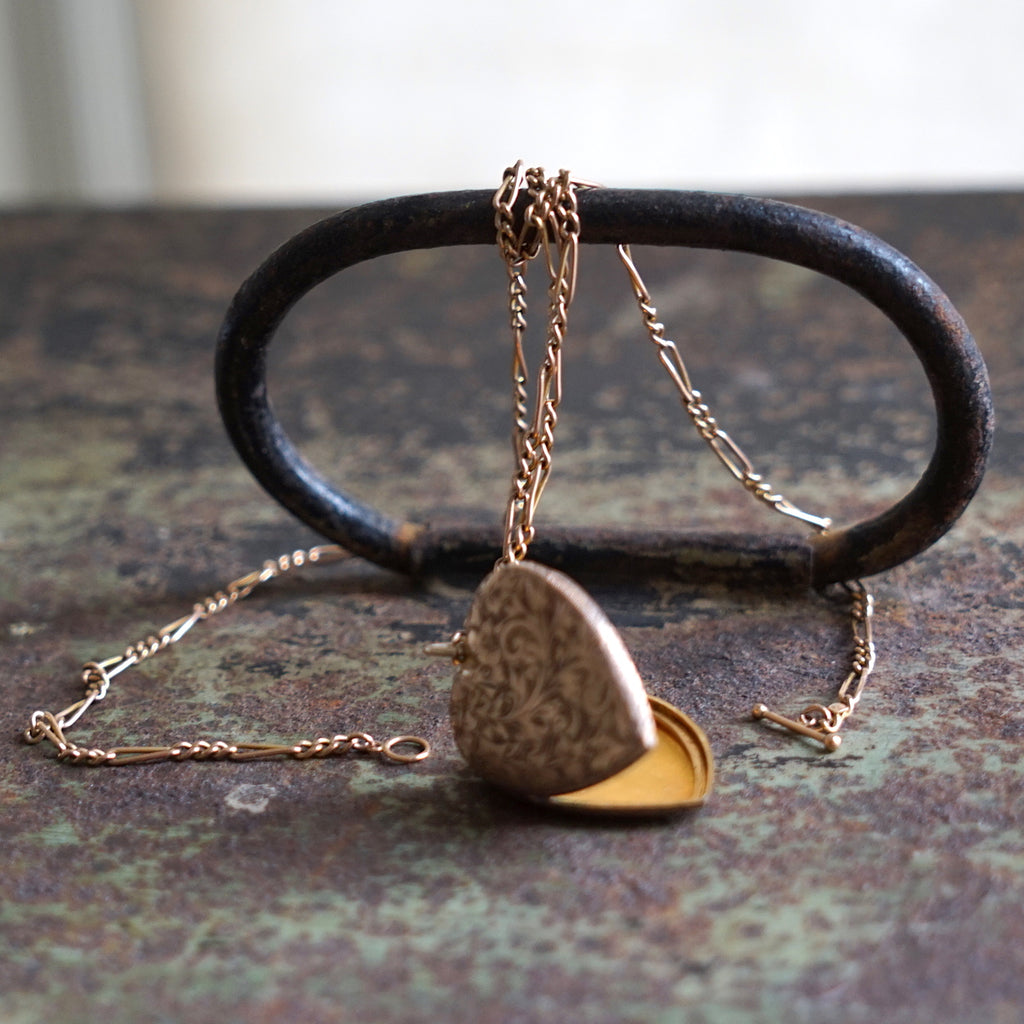 Gold Antique Locket & Antique Chain