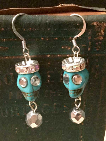 Skull Earrings with Flat Crown - Turquoise color
