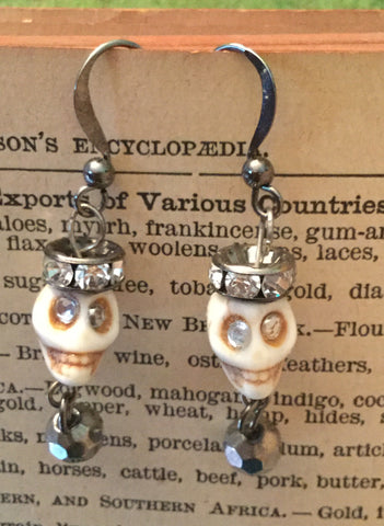 Skull Earrings - white with flat crown