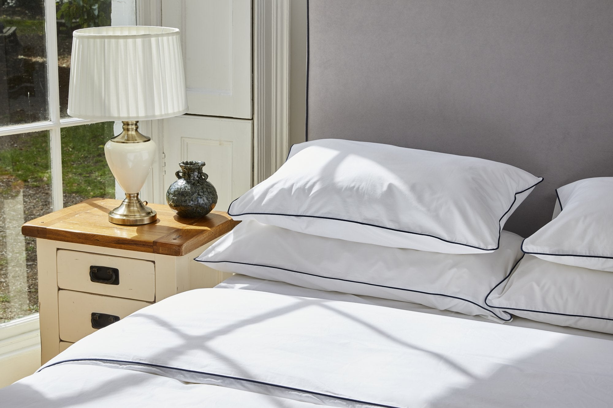 Piping duvet cover and pillowcase