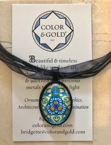 Color & Gold Mirrored Returning Meadow Black Oval Necklace