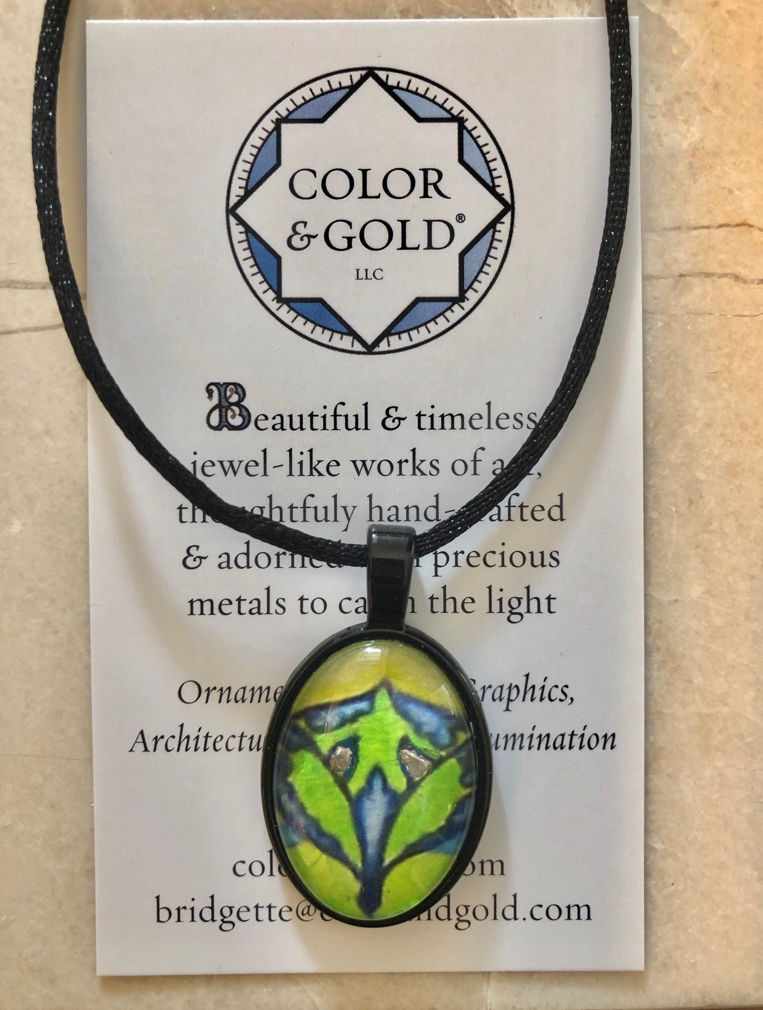 Color & Gold Radiant Star Black Oval Necklace