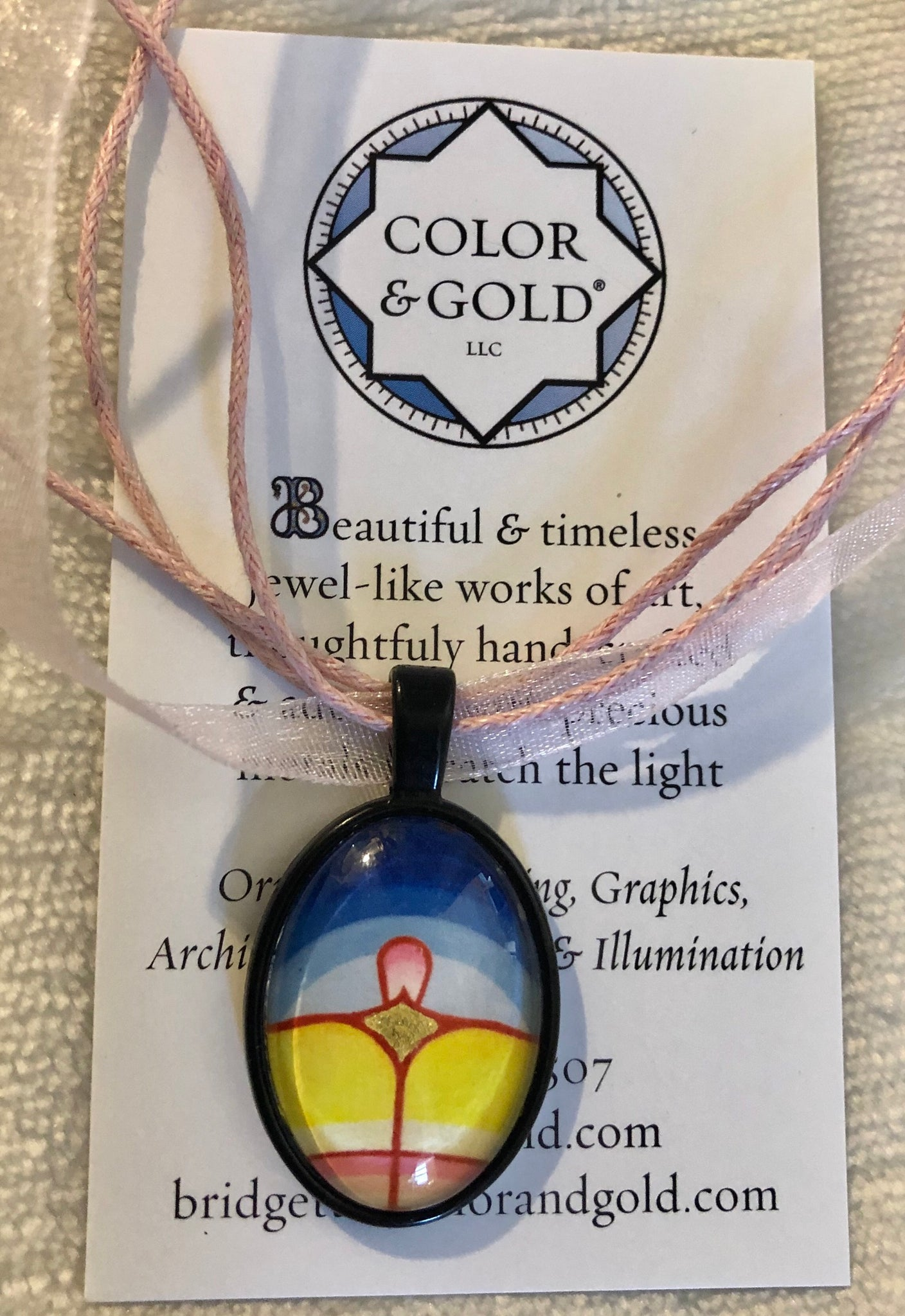 Color & Good Sun Lotus Black Oval Necklace