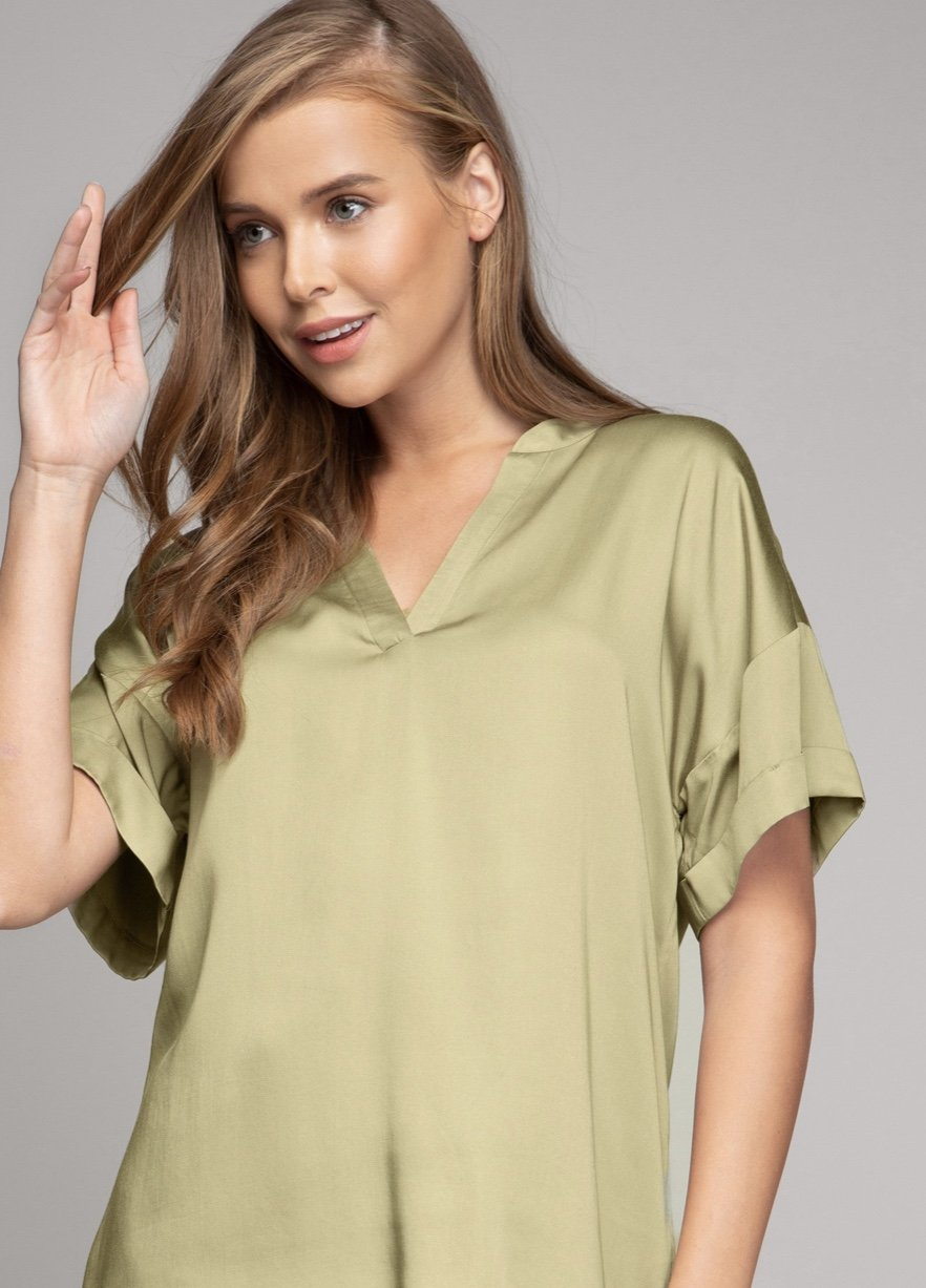 V-NECK BANDED COLLAR SLIP OVER BLOUSE