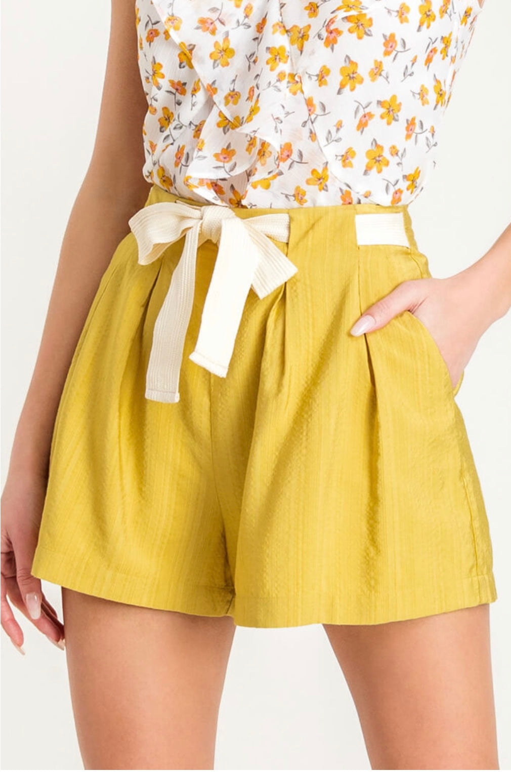 SHORTS WITH TIE IN THE FRONT