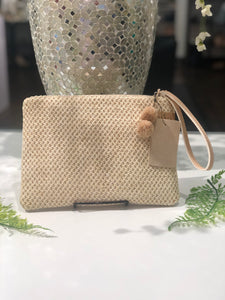 STRAW CLUTCH WITH GOLD DETAIL