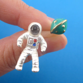 3D Astronaut Planet Saturn Shaped Space Themed Enamel Stud Earrings