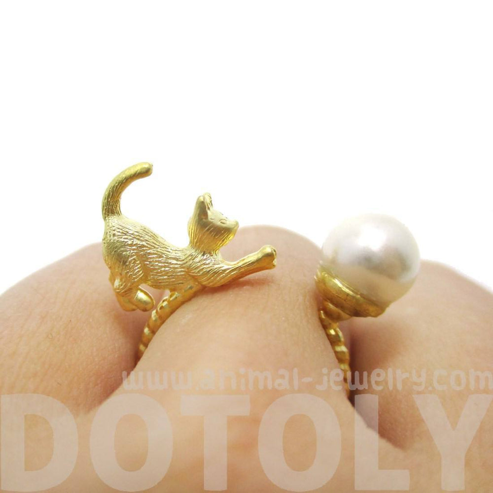 3D Kitty Cat Chasing a Pearl Ball Shaped Animal Ring in Gold | DOTOLY