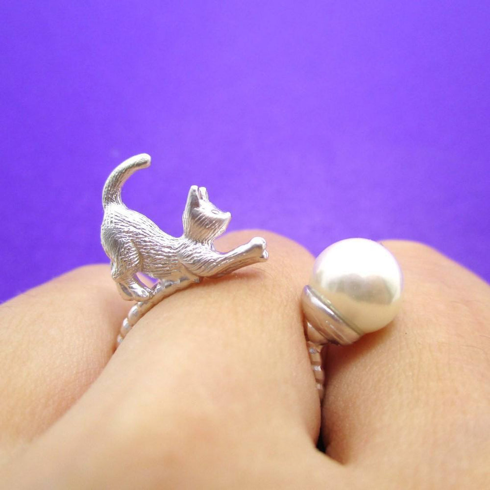 3D Kitty Cat Chasing a Pearl Ball Shaped Animal Ring in Silver | DOTOLY