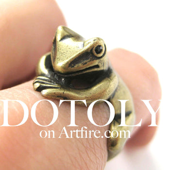 Frog Toad Animal Wrap Around Hug Ring in Brass - Size 4 to 9 Available | DOTOLY