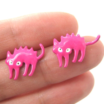 Petrified Scaredy Kitty Cat Animal Stud Earrings in Pink | DOTOLY | DOTOLY