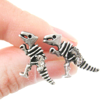 dinosaur-fossil-shaped-stud-earrings-in-silver-with-rhinestones-dotoly
