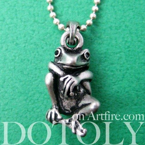 Realistic Frog Animal Pendant Necklace in Silver | Animal Jewelry | DOTOLY