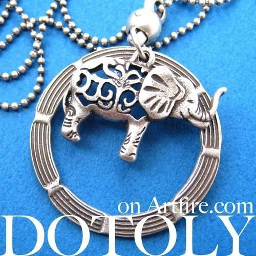 elephant-animal-hoop-round-pendant-necklace-in-silver
