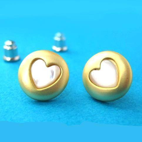 Round Stud Earrings in Gold with Heart Shaped Detail | ALLERGY FREE | SALE | DOTOLY