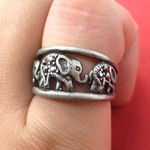 elephant-animal-ring-in-silver-parade-family-row