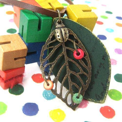 Green Nature Leaf Shaped Cut Out Pendant Necklace with Leather Details | DOTOLY