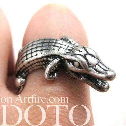 miniature-crocodile-wrap-animal-ring-in-silver
