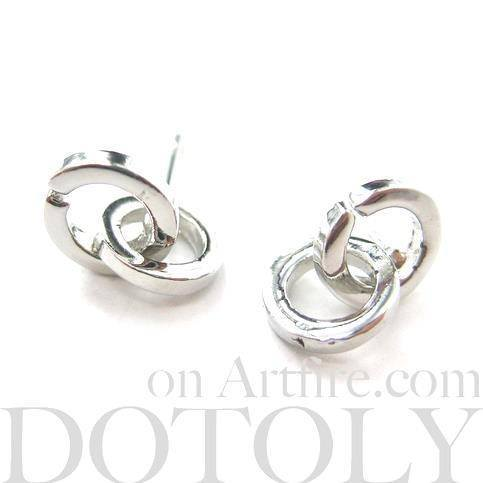 Small Connected Hoops Shaped Stud Earrings in Silver | DOTOLY | DOTOLY