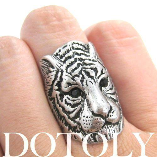 Tiger Lion Shaped Animal Ring in Silver with Textured Fur Detail | DOTOLY | DOTOLY