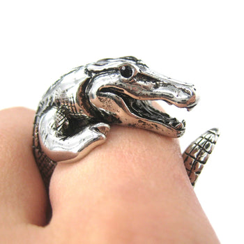 large-crocodile-alligator-dragon-animal-wrap-around-hug-ring-in-shiny-silver-size-4-to-9