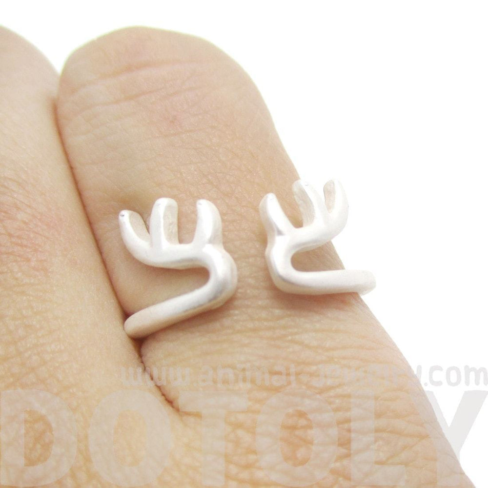 Minimalist Deer Antler Shaped Animal Ring in Silver | DOTOLY | DOTOLY