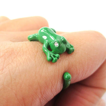 Realistic 3D Leap Frog Shaped Animal Ring in Green | Size 4 to 8.5 Available | DOTOLY