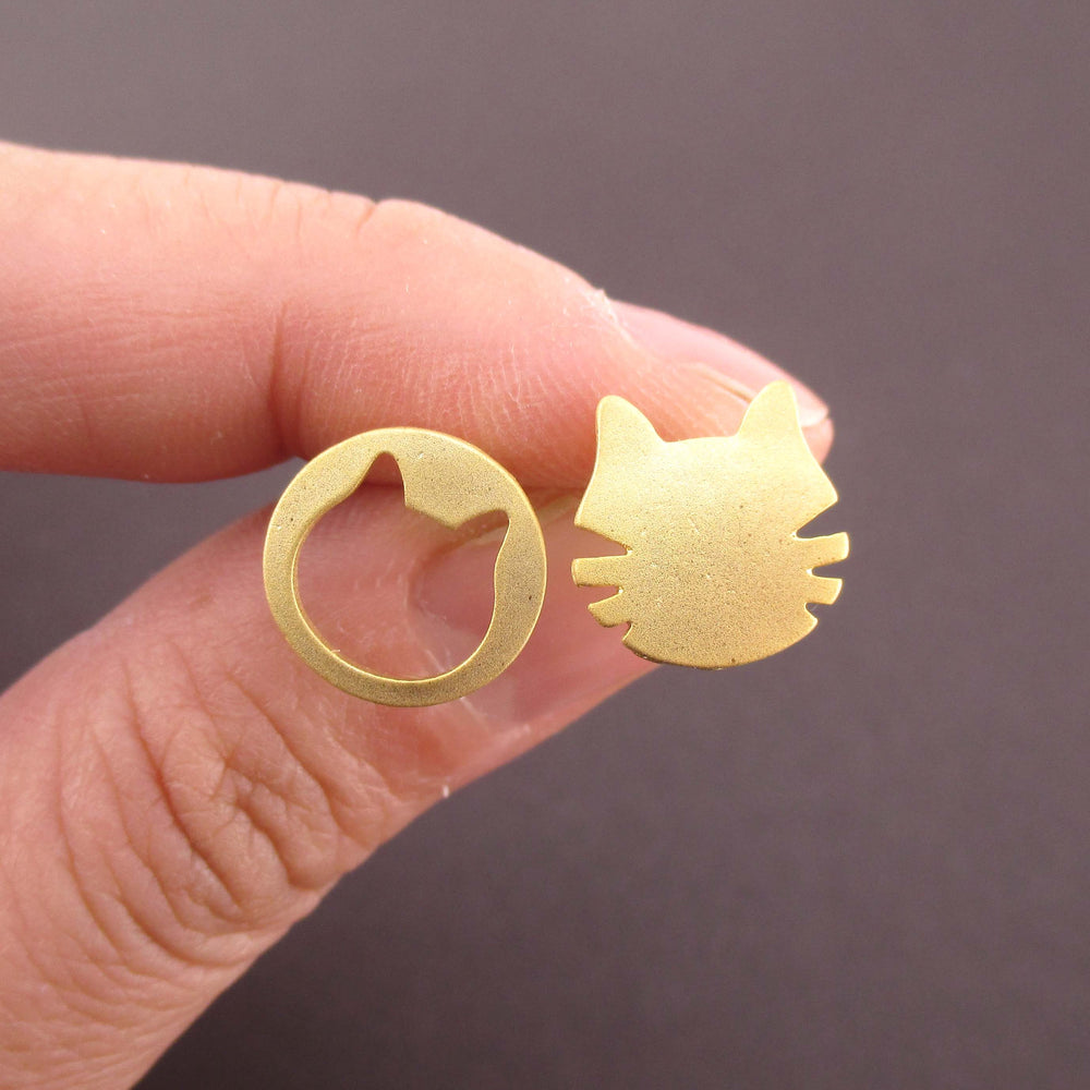 Round Kitty Cat Face Shaped Pet Themed Stud Earrings in Gold