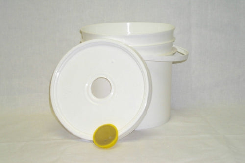 Feeder pail, 7 kg Removable stainless screen plug