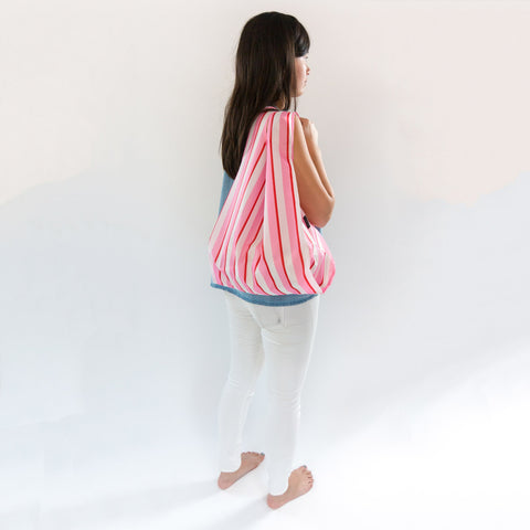 saintxstudio-shopper-pinkstripes-model-shoulder