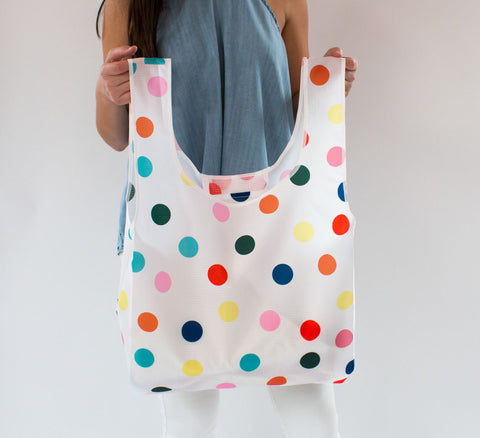 saintxstudio-shopper-polkadots-model-hold