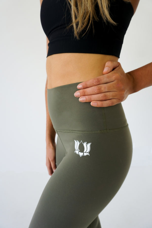 Army Green Wunder Under 7/8 leggings