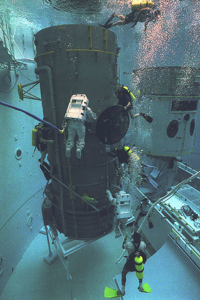 Neutral_Buoyancy_Simulator_Hubble_Space_Telescope_repair_training