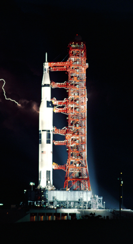 apollo_15_launching_pad_lightening_phone_wallpaper
