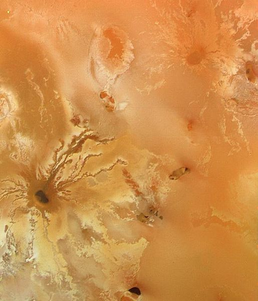 voyager 1 io volcanic craters lava flows