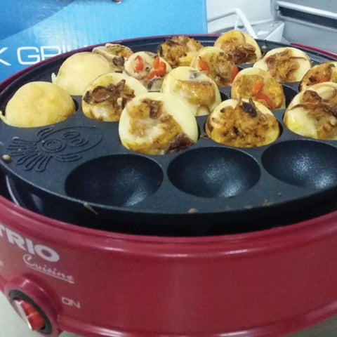 Image of TRIO TSG-2442 Japanese Takoyaki Grill Red - almaxpress