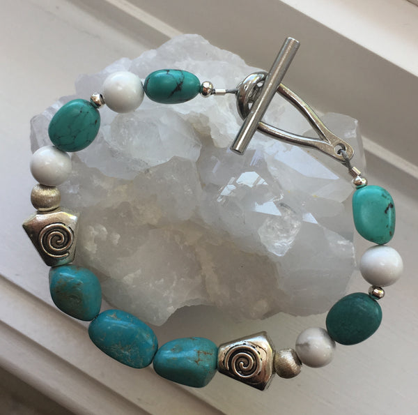 Turquoise and Howlite Bracelet with Toggle