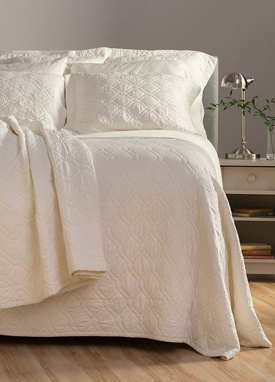 THROW BAMBOO DREAMS® LUXE SATEEN COVERLET