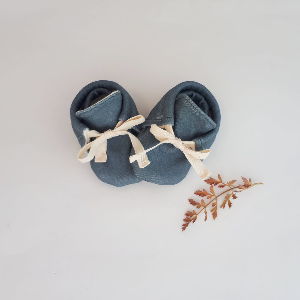 Organic Front Tie Booties - Fog - Little Cotton Cloud