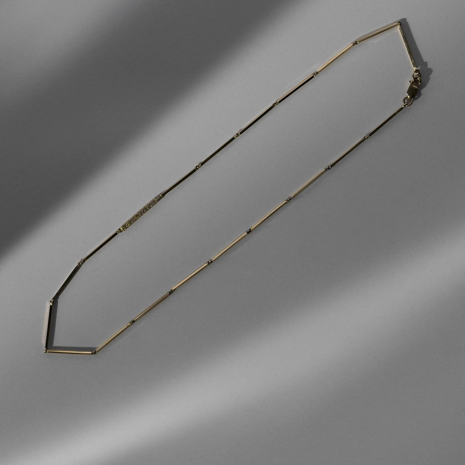 Linear Necklace w Diamonds
