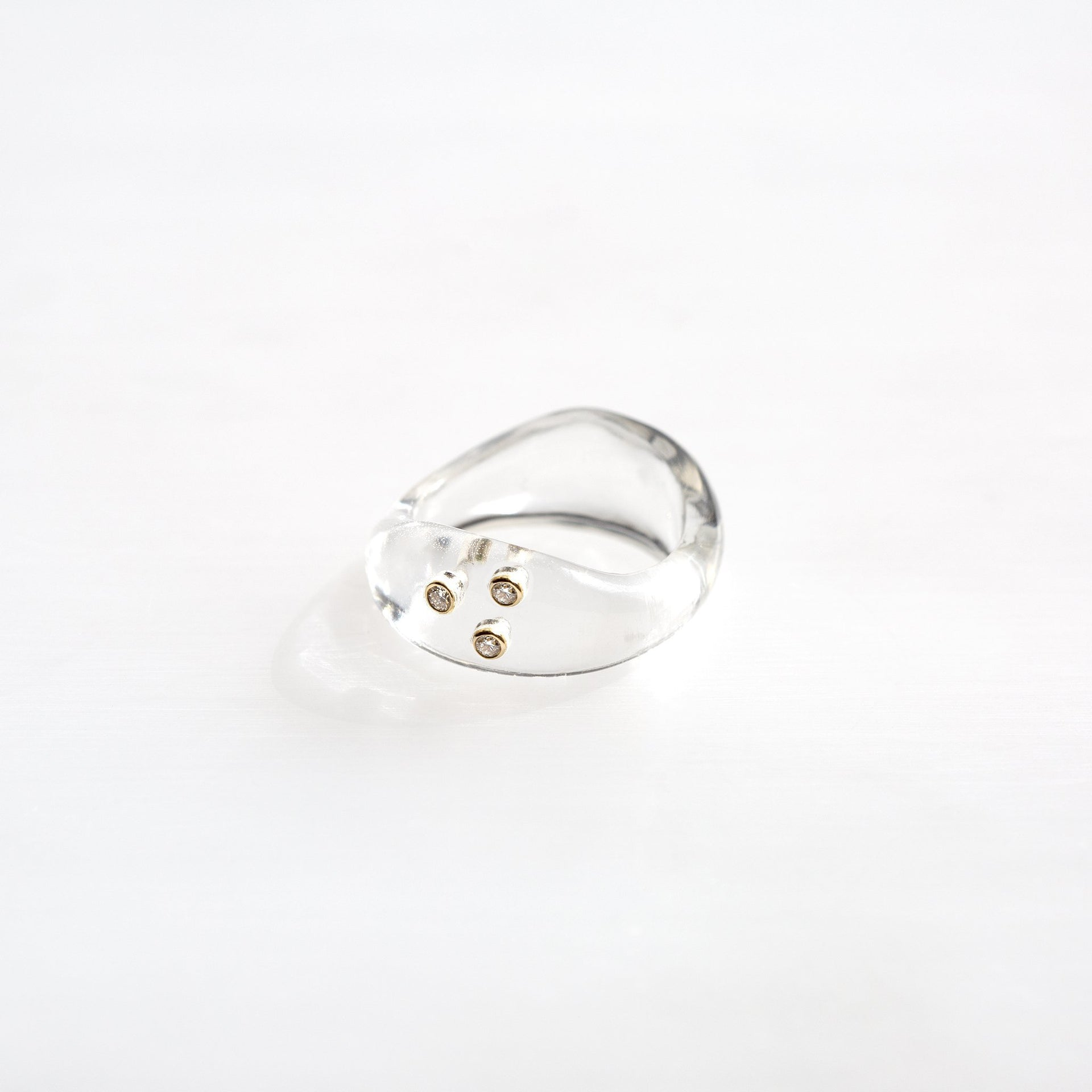 Resin Wave Ring With 3 Diamonds