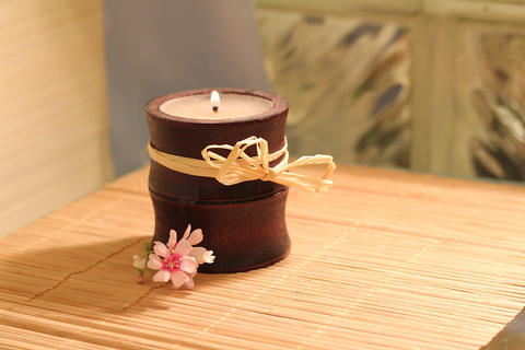 An essential oil aromatherapy candle