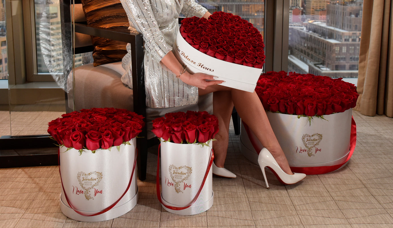 Jardin Fleurs luxury long-lasting roses in a Paris inspired hat box.