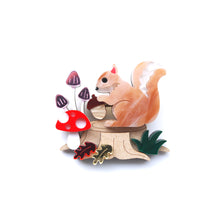 Load image into Gallery viewer, Squirrel Brooch