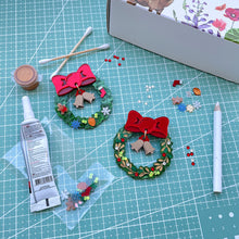 Load image into Gallery viewer, Xmas Wreath Brooch Craft Kit