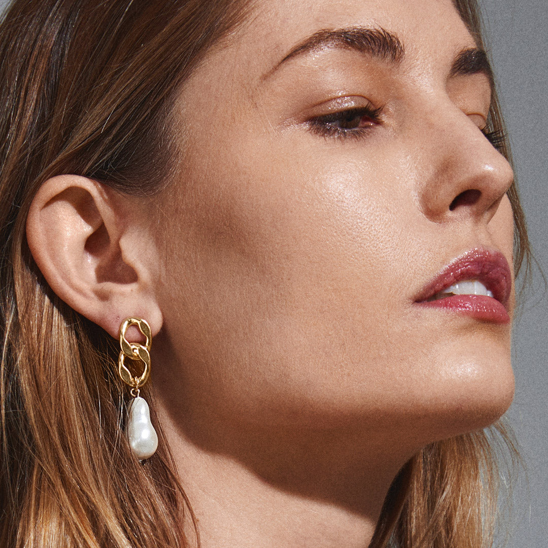 Earrings : Gracefulness : Gold Plated : White