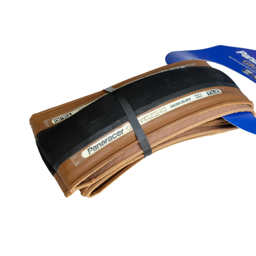 panaracer-gravelking-slick-tyre-brown-35mm-closeup